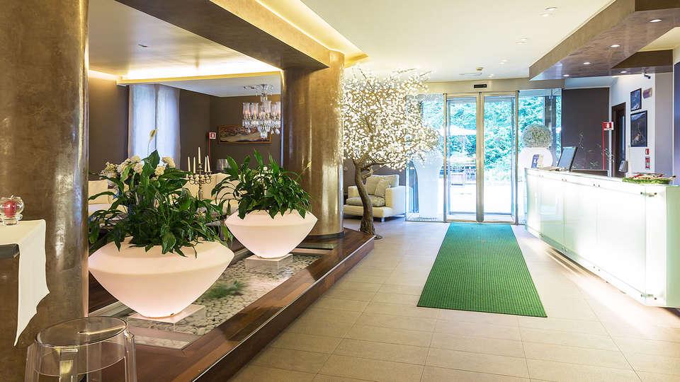 Hotel La Selva - edit_hall.jpg