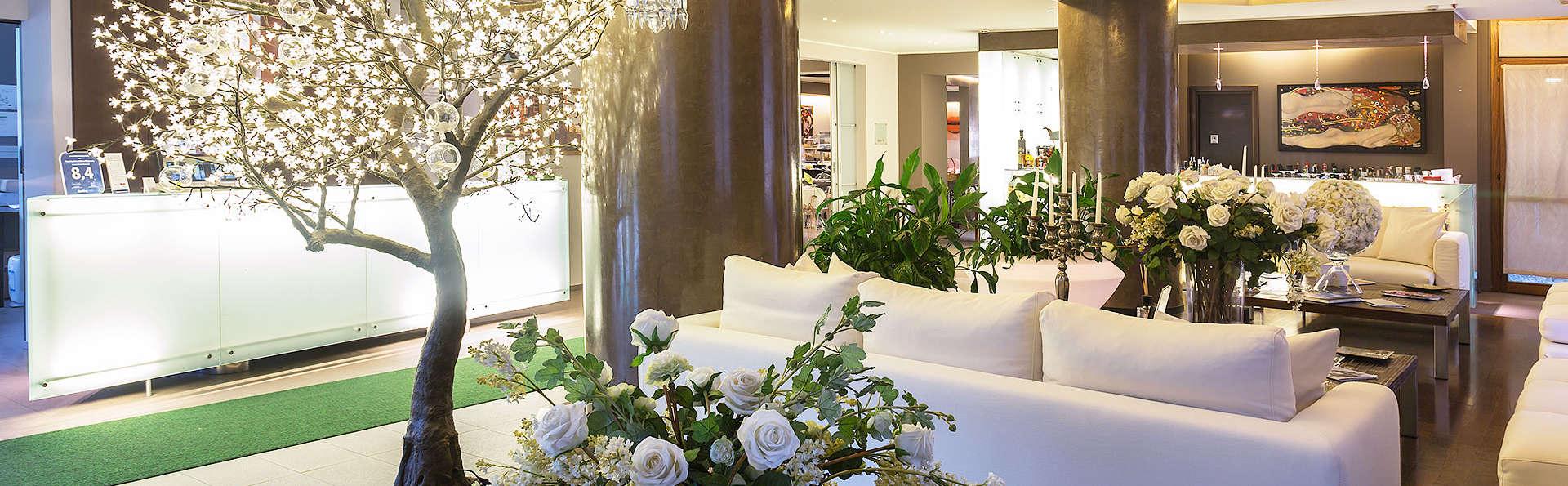 Hotel La Selva - edit_hall3.jpg