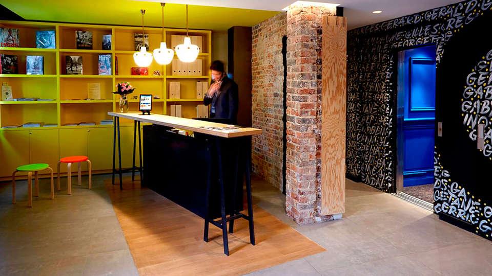 Hôtel Gaston - edit_reception.jpg