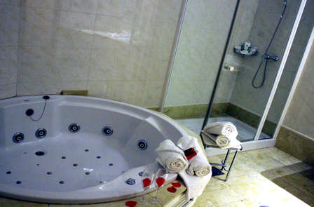 Escapada in love en suite superior con jacuzzi privado y cava