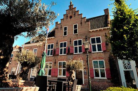 Pure verwennerij en romantiek in oud, Zeeuws gemeentehuis