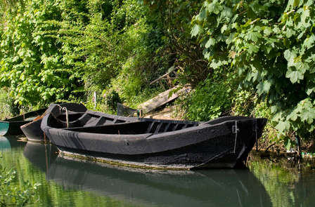 Logeer in Frans kasteel en verken de streek per boot
