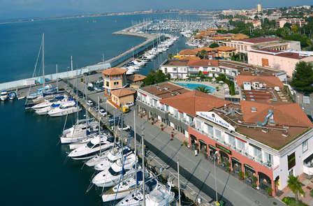 Détendez-vous face à la marina de Saint-Raphaël