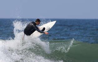Escapada con clase de Surf y toque romántico en Puerto de Candás