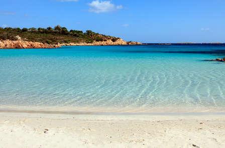 Fusión de bienestar y gastronomía en las playas de Cerdeña