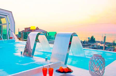 Vive el Lujo en exclusiva:  Relax con spa, cena, crucero y bañera de hidromasaje (desde 2 noches)