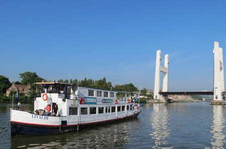 Naviguez dans la belle Bruxelles au cours d'une balade en bateau