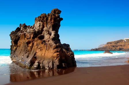 Playas de arena negra y espectaculares vistas en el Puerto de la Cruz