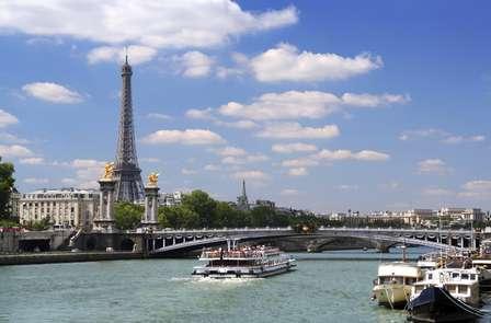 Fuga parigina ai piedi della Torre Eiffel con giro in barca sulla Senna