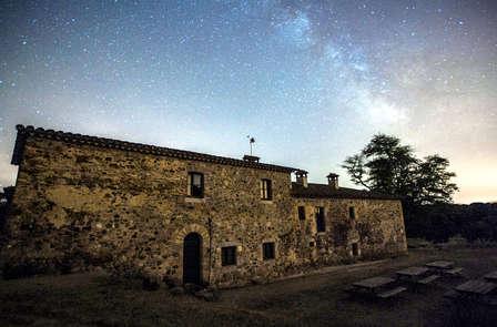 Observación nocturna con telescopio en Girona