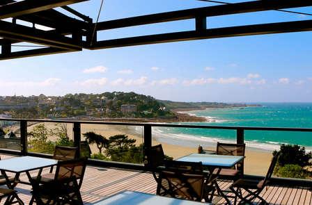 Offre dernière minute: Escale luxueuse avec vue mer et champagne sur la Côte de Granit Rose