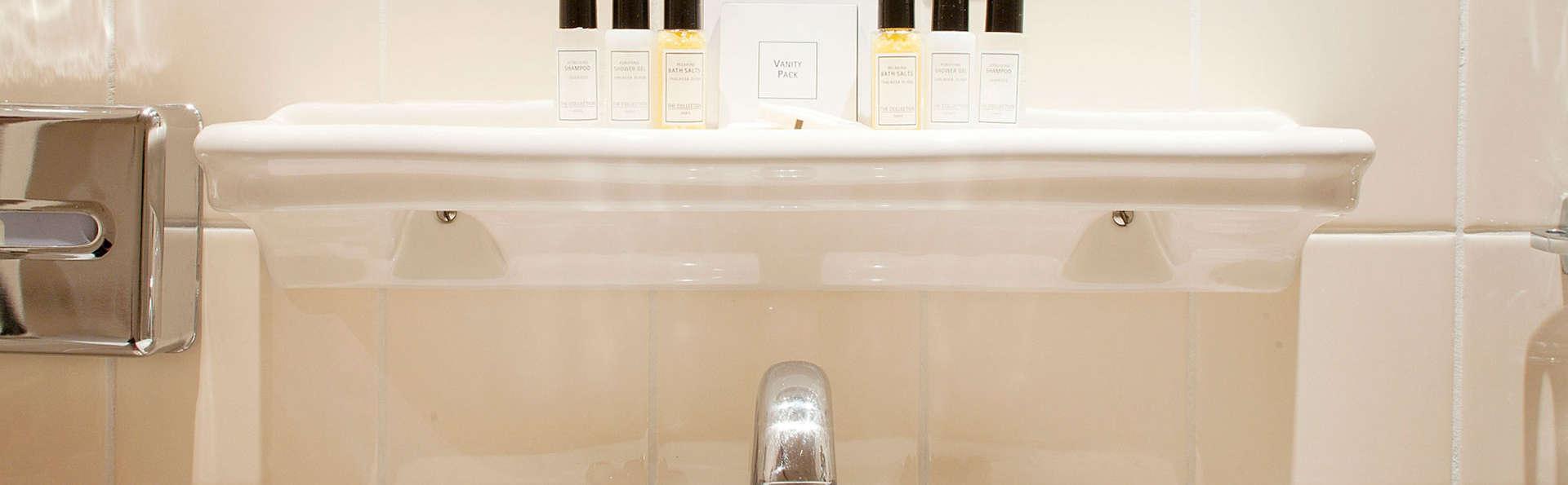 Carlton Ambassador Hotel - EDIT_bath.jpg