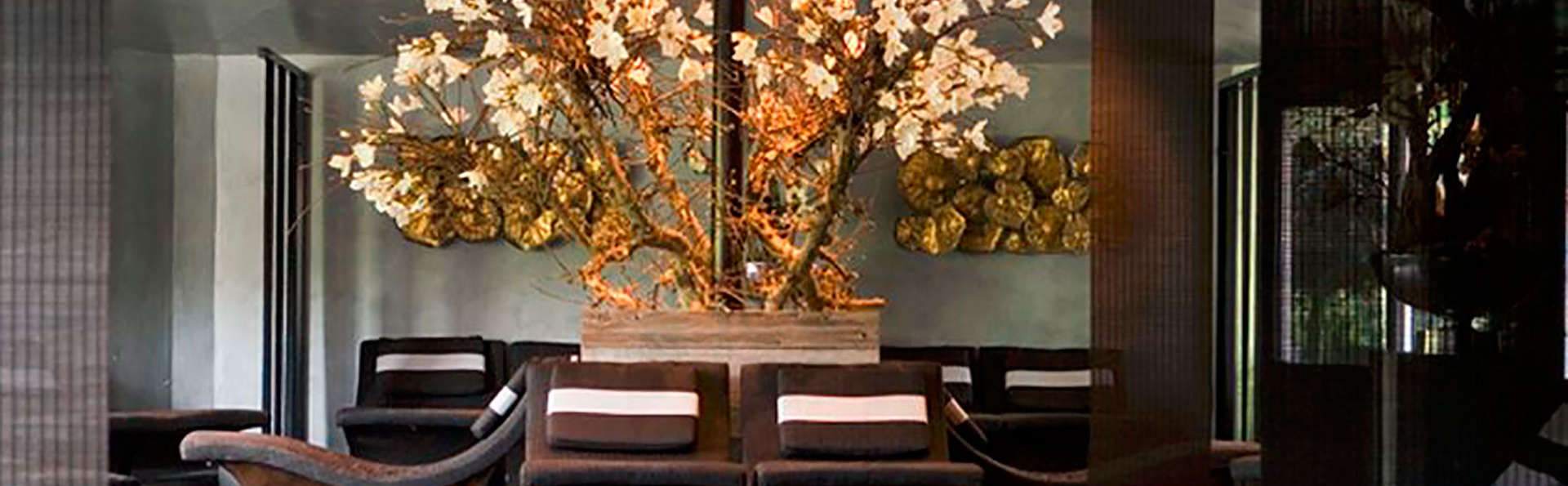 Carlton Ambassador Hotel - EDIT_entry.jpg