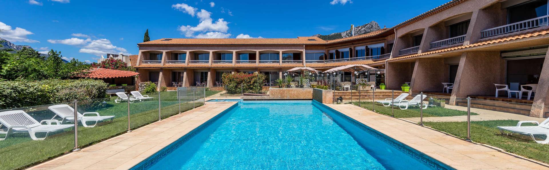Week end bons plans la valette du var 83 partir de 64 for Hotel piscine interieure paca