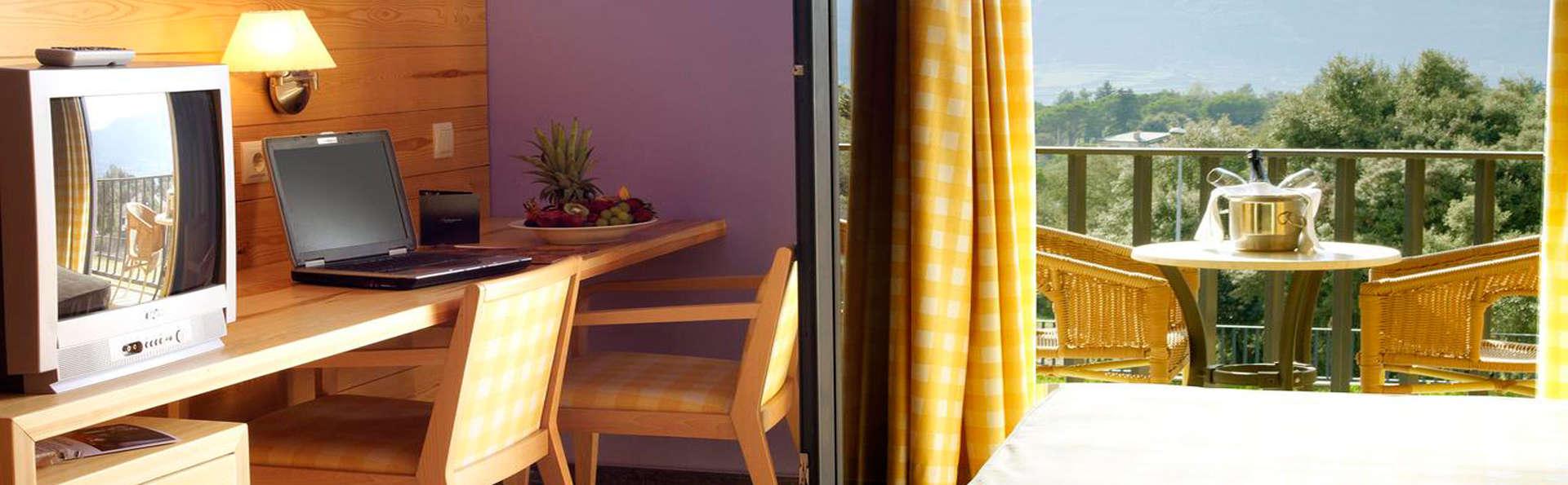 Montanyà Hotel & Lodge - EDIT_room.jpg