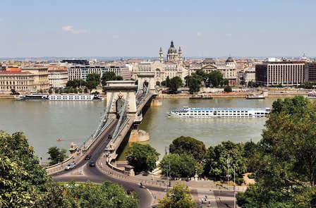 Cena y bienestar de 4* frente al Danubio, en Budapest