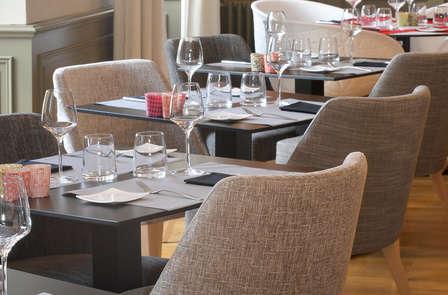 Offre exclusive pour les amoureux: escapade romantique avec dîner et champagne près de Nantes