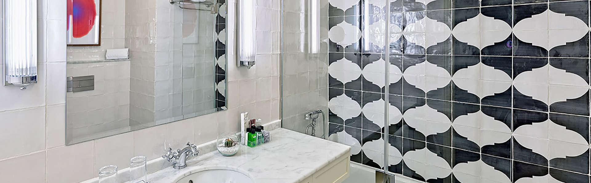 Boutique Hotel H10 Villa de la Reina - EDIT_bath.jpg