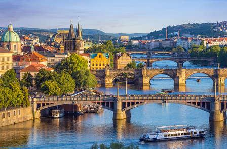 Explora Praga, la ciudad de los cien campanarios
