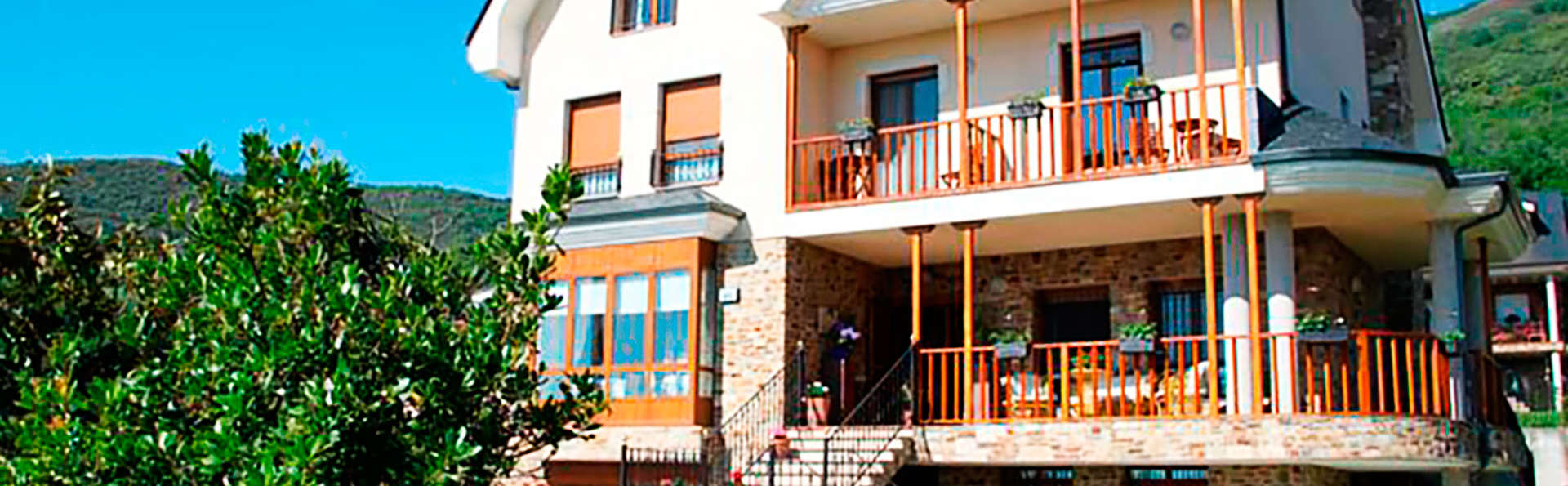 Hotel Rural Villa Mencía - EDIT_front1.jpg