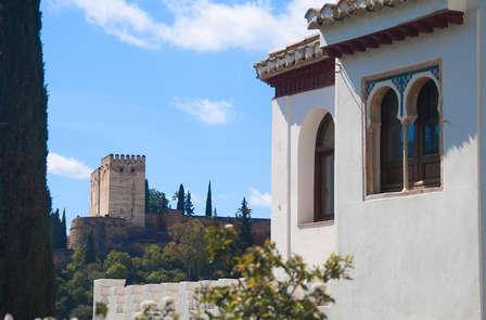 Escapada Romántica en Granada con visita guiada al Sacromonte y Albaicin