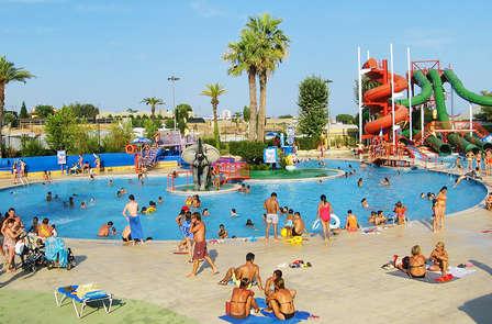 Disfruta de una escapada con entradas al parque acuático Illa Fantasía en la Costa Maresme
