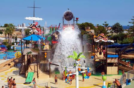 Escapada con entrada al parque acuático Illa Fantasia y casino en la Costa Maresme