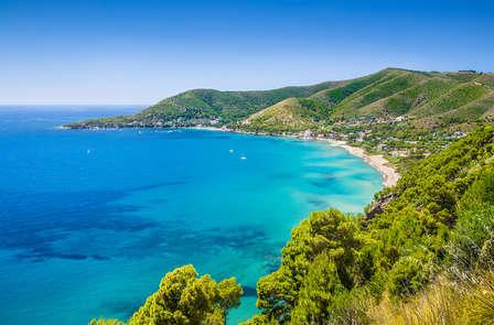 Kliffen, wit zand en helder water: ontdek Castellabate