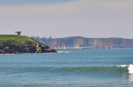 Speciale Avventura: Soggiorno attivo con una lezione di Surf sulla spiaggia di Gijón