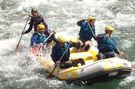 Escapada aventura con descenso en rafting en Cantabria