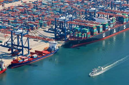 Indimenticabile giro in barca nel più grande porto d'Europa