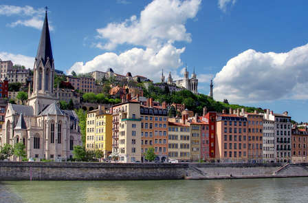 Relax e turismo sulle rive del fiume Saona, nel cuore di Lione (Lyon City Card inclusa)