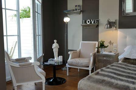 Week-end romantique avec champagne, coffret coquin et spa pour les amoureux près de Brest