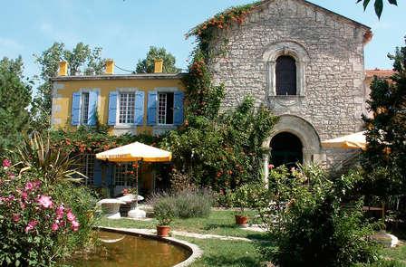 Luxe et sérénité dans une ancienne chapelle du XVIe siècle à Arles
