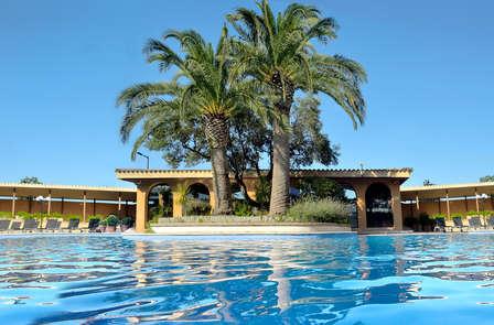 Sol, playa y piscina en Malgrat de Mar