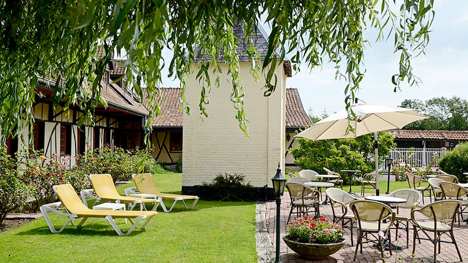 Hôtel Le Fiacre - Edit_Garden2.jpg