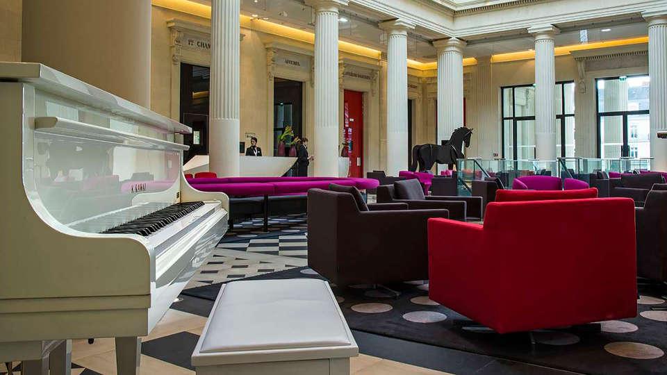 Hôtel Radisson Blu Nantes - EDIT_reception.jpg