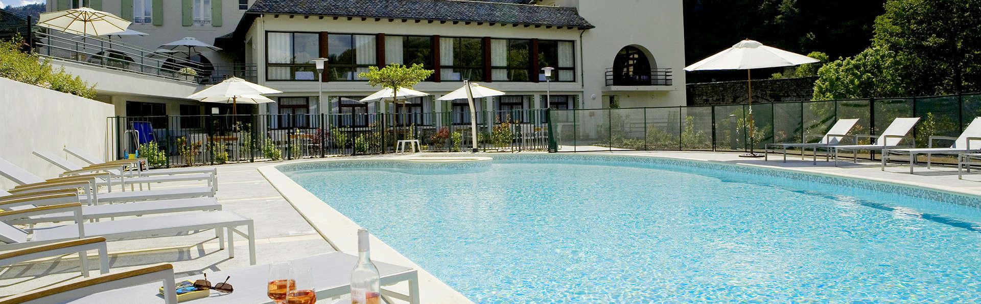 Hôtel la Rivière - Edit_Pool2.jpg