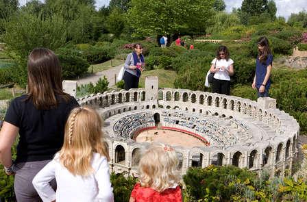 Week-end en couple ou en famille près de Versailles avec entrée au Parc France Miniature