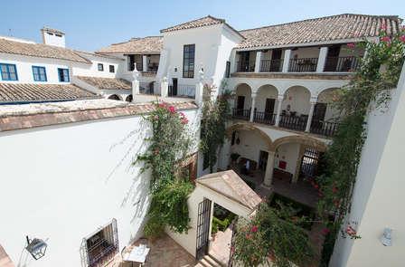 Escapada con bañera de hidromasaje y encanto del siglo XIX en Córdoba