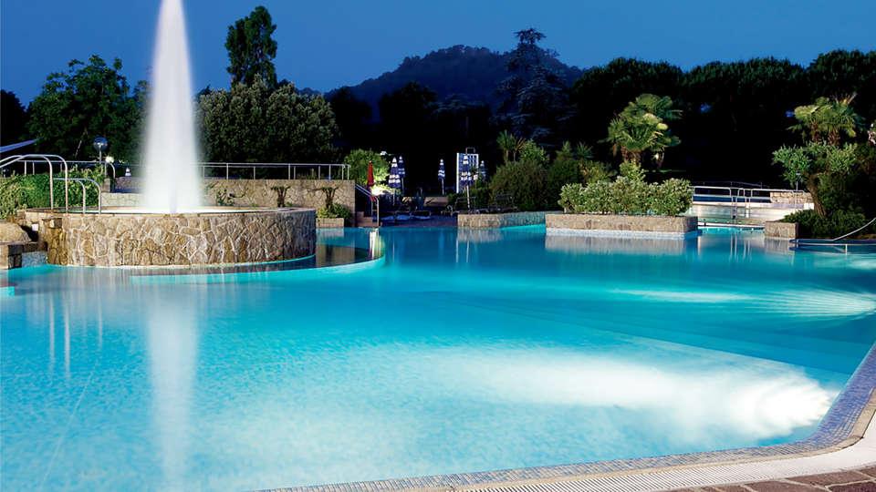 Radisson Blu Hotel Majestic - Edit_Pool3.jpg