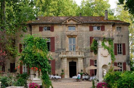 Élégance provençale dans un château à Saint-Rémy-de-Provence