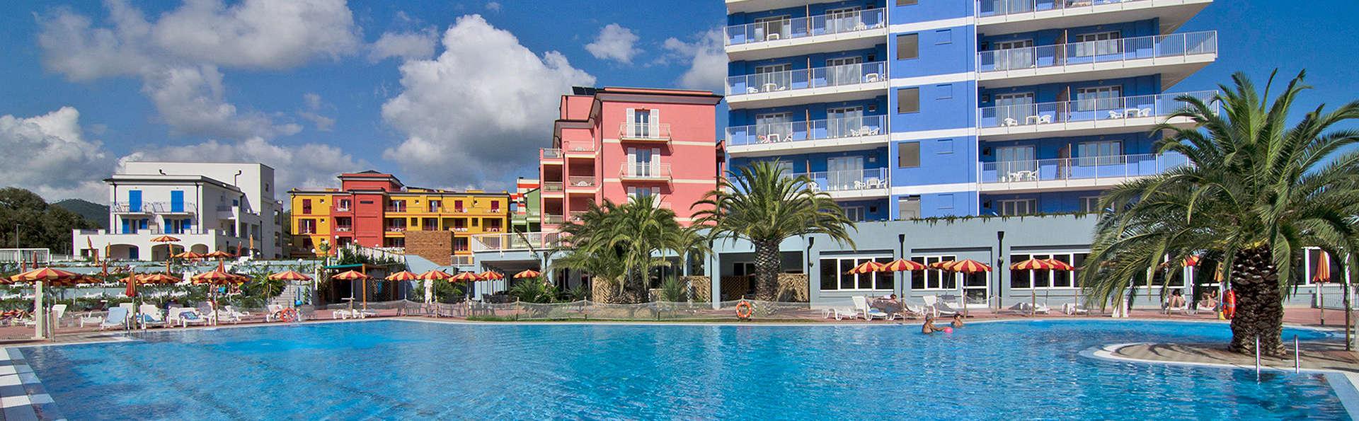 Ai Pozzi Village - edit_Hotel-con-vista-sulla-piscina.jpg