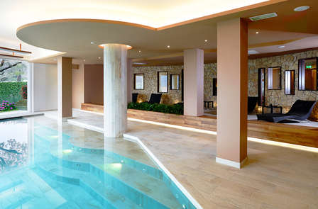 Una notte di benessere con spa e vista sul lago di Garda