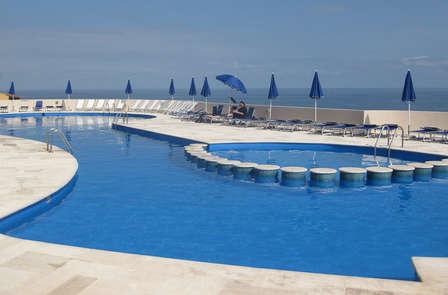 Escapada gastronómica en un resort con piscina de lujo en Cerdeña (desde 2 noches)