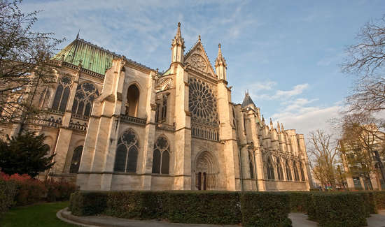 Cultureel ontdekkingsweekend roissy en france met 1 bezoek aan de basiliek kathedraal van - Verblijf kathedraal ...