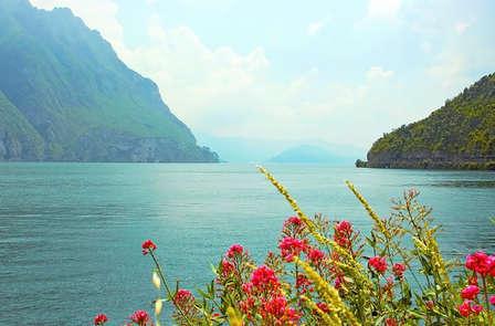 Panorama mozzafiato sulla sponda del Lago d'Iseo