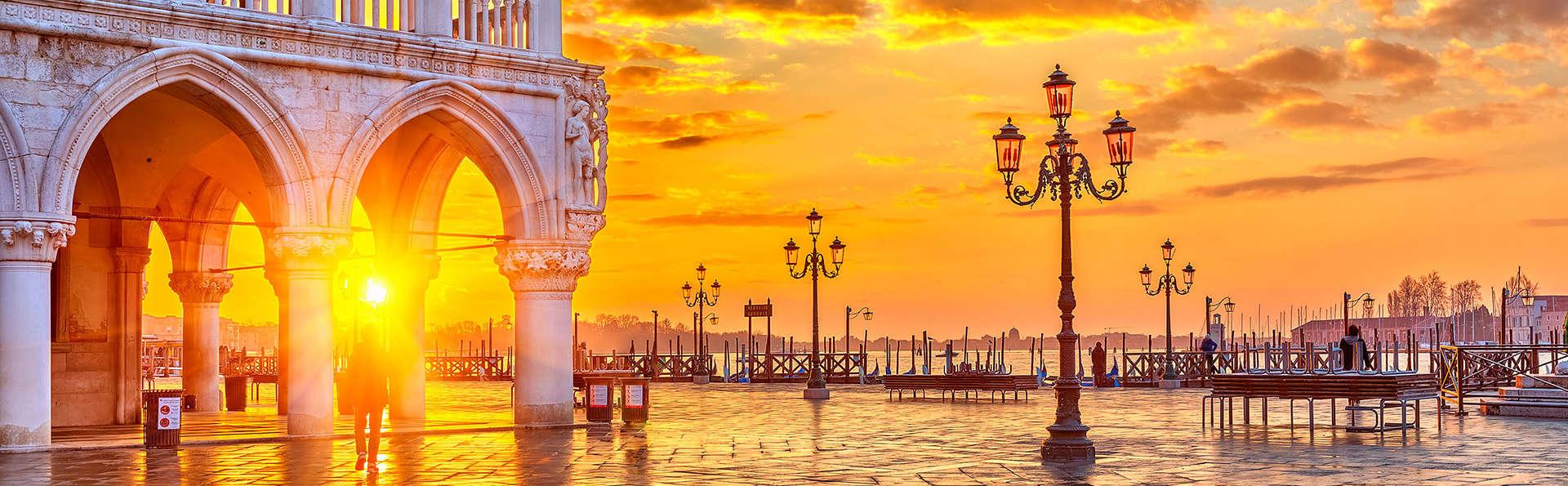 Hotel Romantique Jacuzzi Chambre Venise : Week end gastronomique Venise avec Dîner 3 plats pour 2 adultes à …
