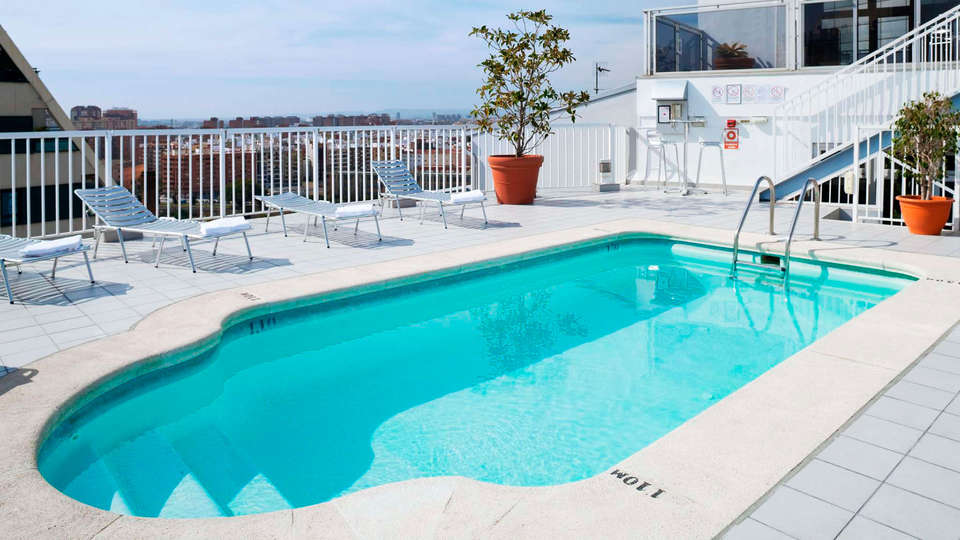 Hotel Alameda Plaza Valencia - EDIT_pool.jpg