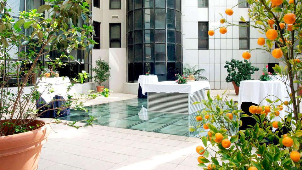 Hotel Alameda Plaza Valencia - EDIT_patio.jpg